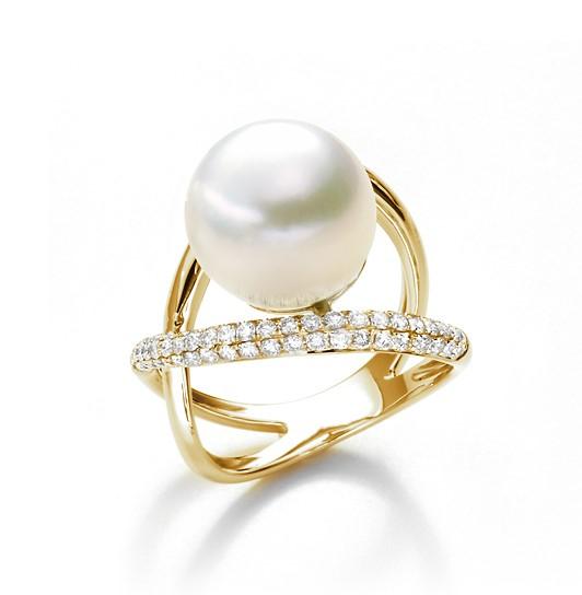 Gelbgold-Ring mit Südsee-Perle und Brillanten