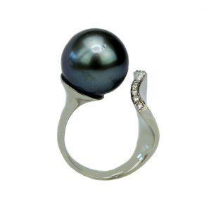 Weißgold-Ring mit Tahiti-Perle und Brillanten