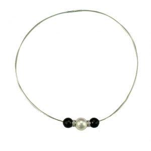 Elegantes Collier mit Süßwasser-Perlen und Onyx