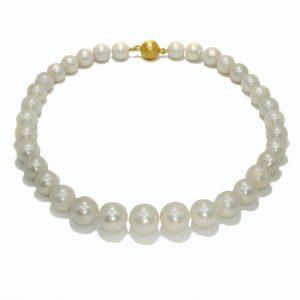 Klassisch - Elegant / Collier mit großen Süßwasser-Perlen