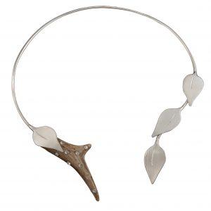Rehhorn Collier besetzt mit SWAROVSKI ELEMENTS & zarten Blättern Silber
