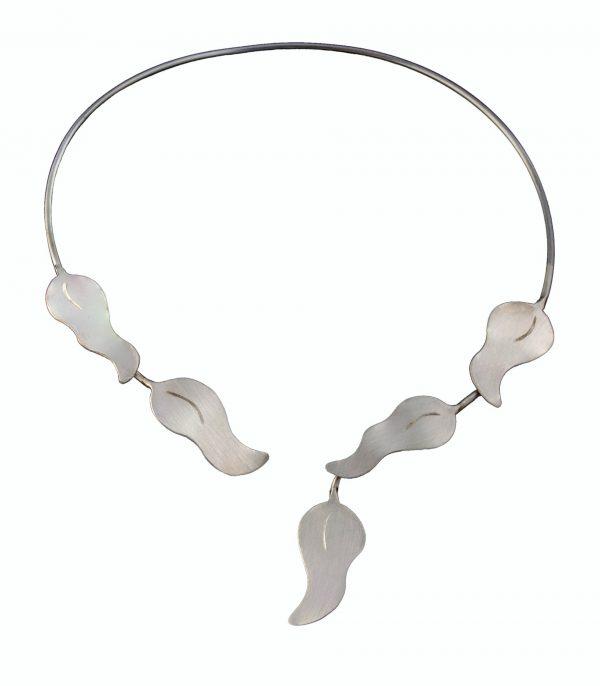 Silber Collier handgefertig mit geschwungenen Blätter