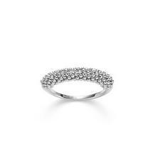 Elegant und lebendig, so erstrahlt dieser besonders raffniniert geschliffene Ring in Weißgold